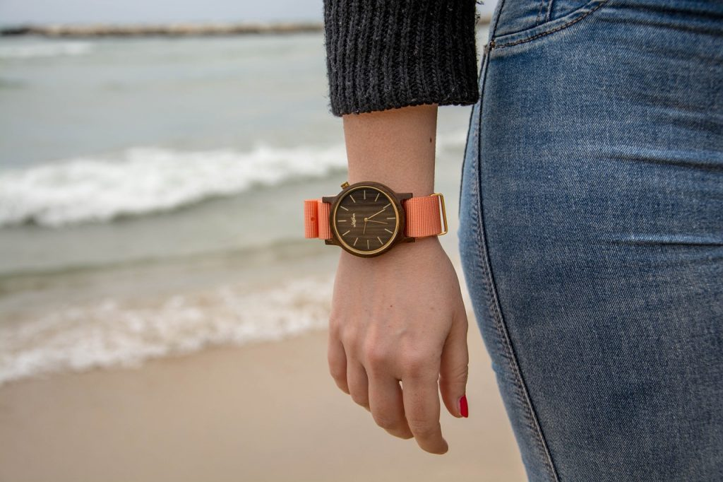 Nouveau Design de montre en bois pour femme